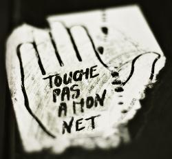 Image: touche-pas-a-mon-net-small.png